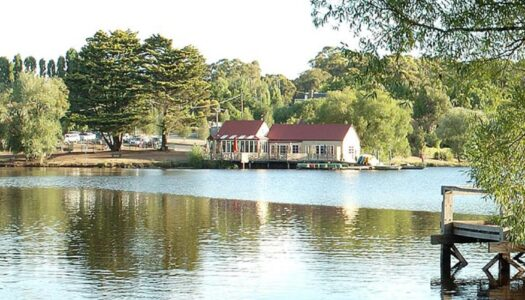 lake daylesford boats and lake house cafe