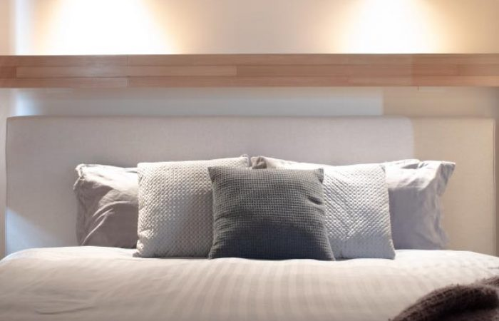 a kingsize bed at daybreaker daylesford