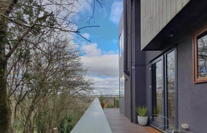 side veranda with view at daybreaker daylesford